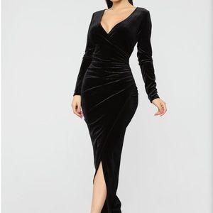 Black velvet dress maxi FASHION nova